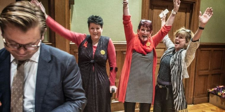 Alzheimer Café Hoogezand wint provinciale vrijwilligersprijs